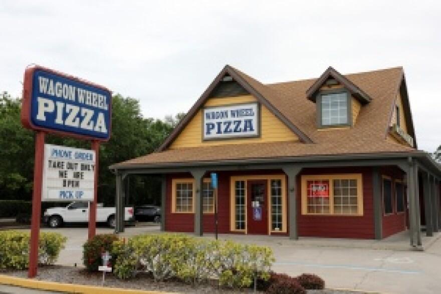 Exterior of Wagon Wheel Pizza