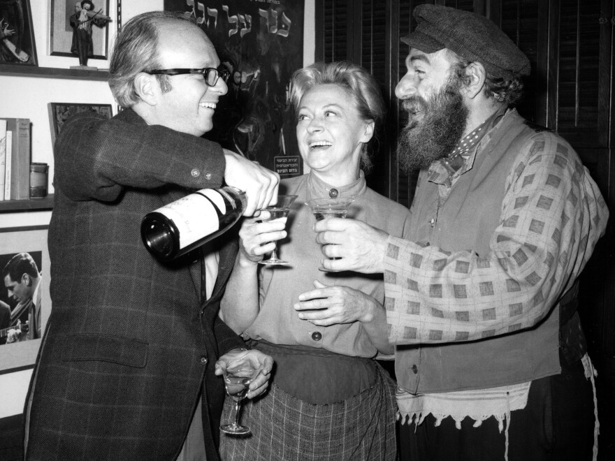 Producer Harold Prince celebrates the 1,254th sold-out performance of <em>Fiddler On The Roof </em>in 1967 with actors Maria Karnilova and Herschel Bernardi.