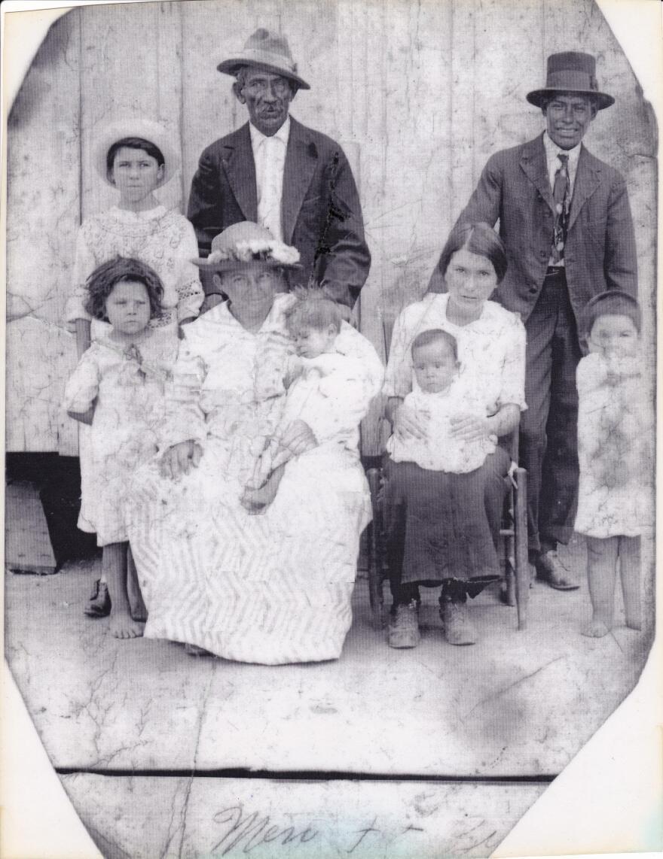 _rev__barrera___sanchez__families_cemento_grande_1910s.jpg