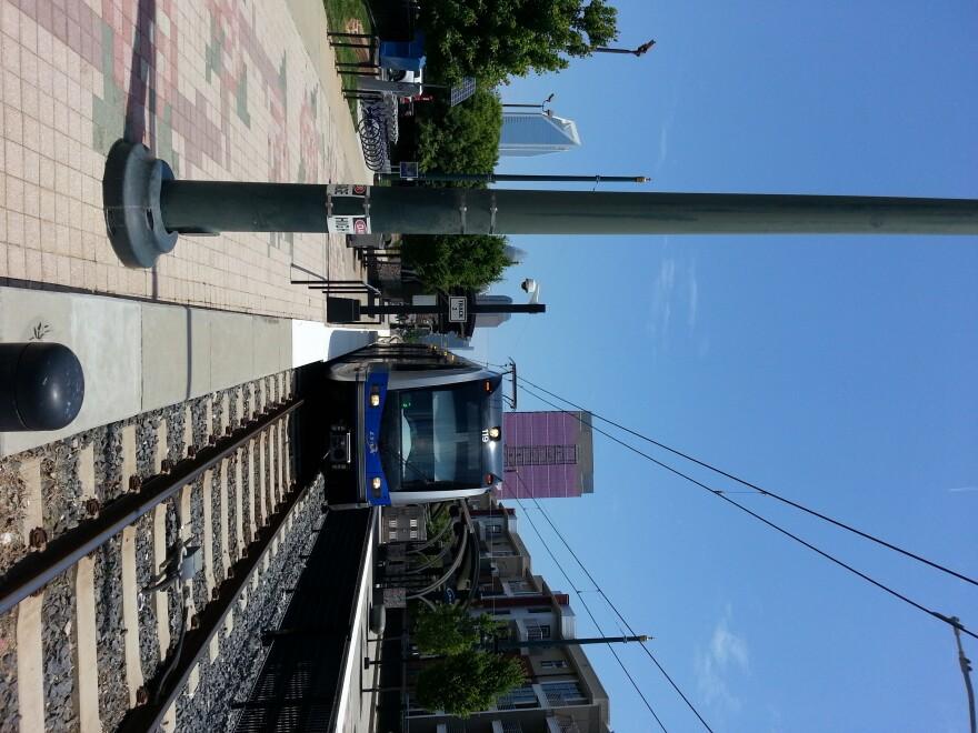 light_rail_looking_uptown2.jpg