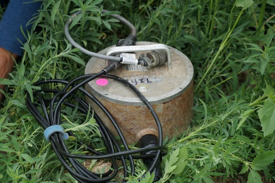 jh-weld-seismometer_06042014.jpg