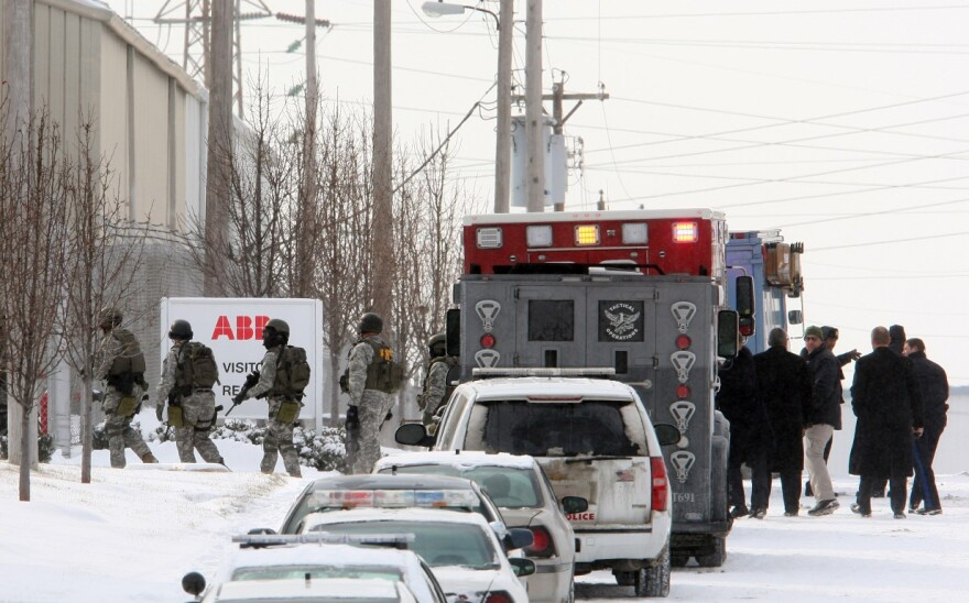 An FBI SWAT team prepares to enter the ABB complex on Jan. 7, 2010.
