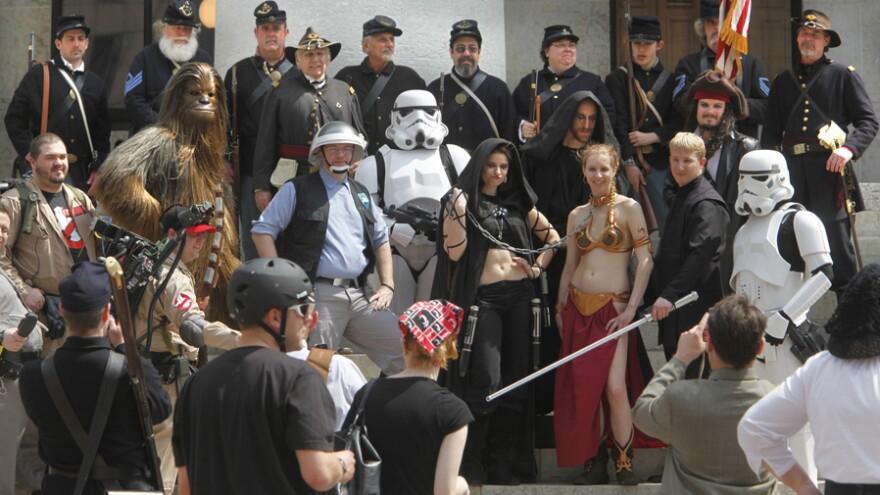 Civil War re-enactors and <em>Star Wars</em> fans at the Ohio Statehouse on Sunday (April 10 , 2011).