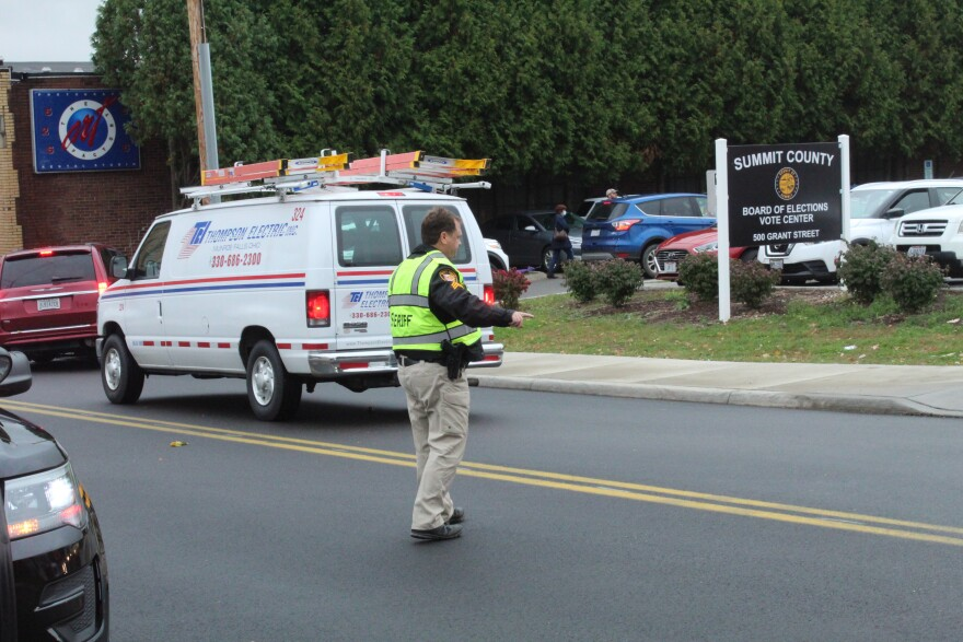 photo of Summit County Sheriff's deputy directing traffic outside the Board of Elections.