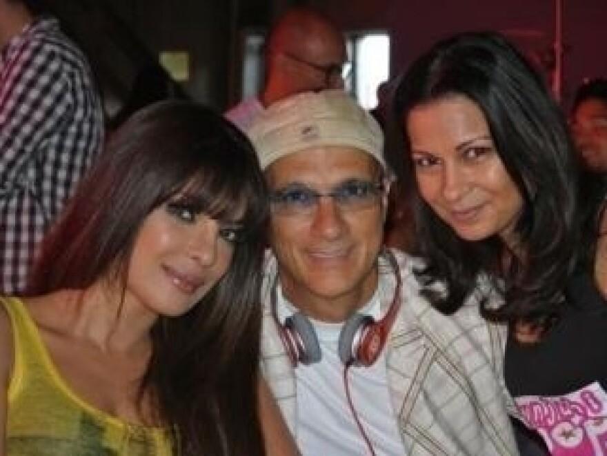 Priyanka Chopra, Jimmy Iovine and Anjula Acharia-Bath pose together for a photo.
