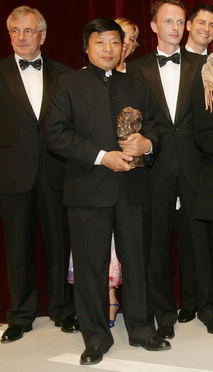 Lu Guang holding his Henri Nannen Award in 2008 in Hamburg, Germany.