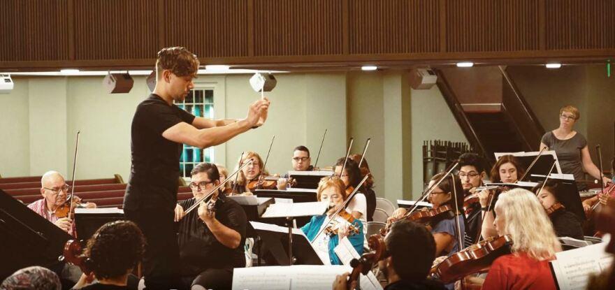 Richard Castillo conducting the Lone Star Philharmonic.
