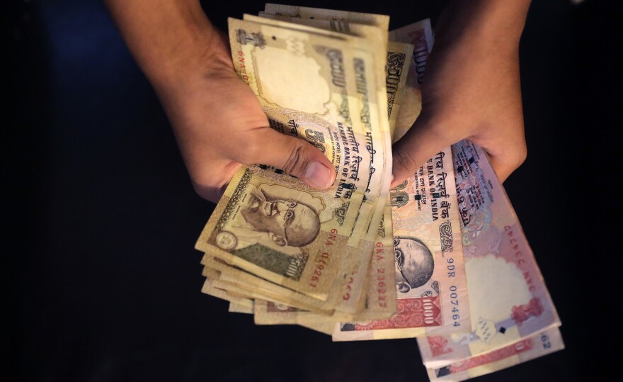 India is doing away with old currency notes of 1,000 and 500 rupees.