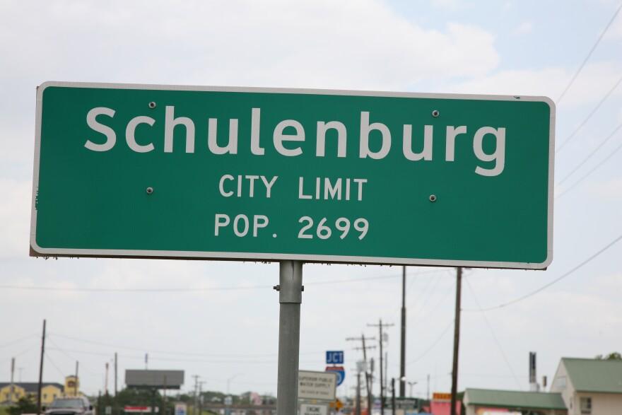 Schulenburg_city_limit.jpg