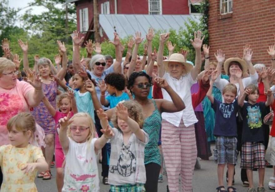 flash_mob_photo_by_Suzanne_Szempruch.jpg