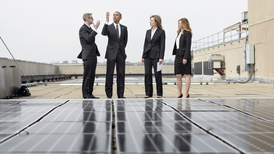 President Obama views solar panels on the roof of the Department of Energy with Deputy Secretary Liz Sherwood-Randall, second from right, Federal Chief Sustainability Officer Kate Brandt, right, and Energy Manager Eric Haukdal, left.