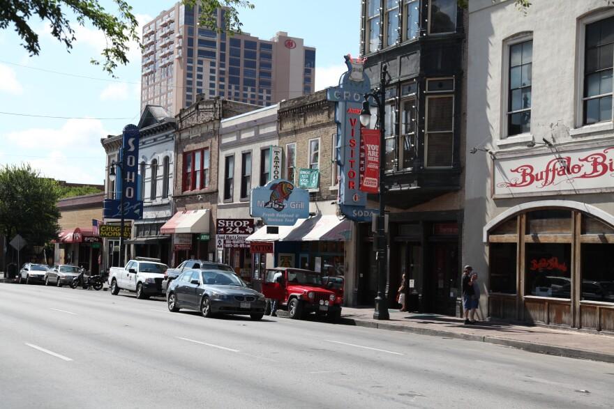06-22-2010_Sixth_Street_Jeff.Heimsath 034.jpg