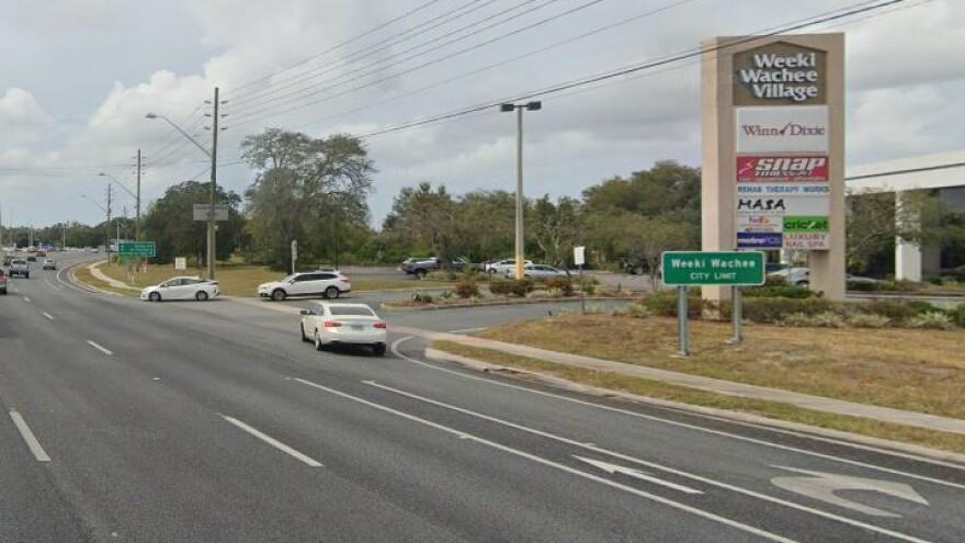 Weeki Wachee street sign