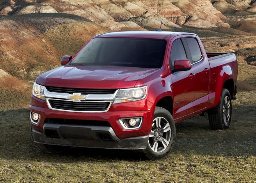 2015-Chevrolet-Colorado-SilveradoHD-Silverado-037.jpg