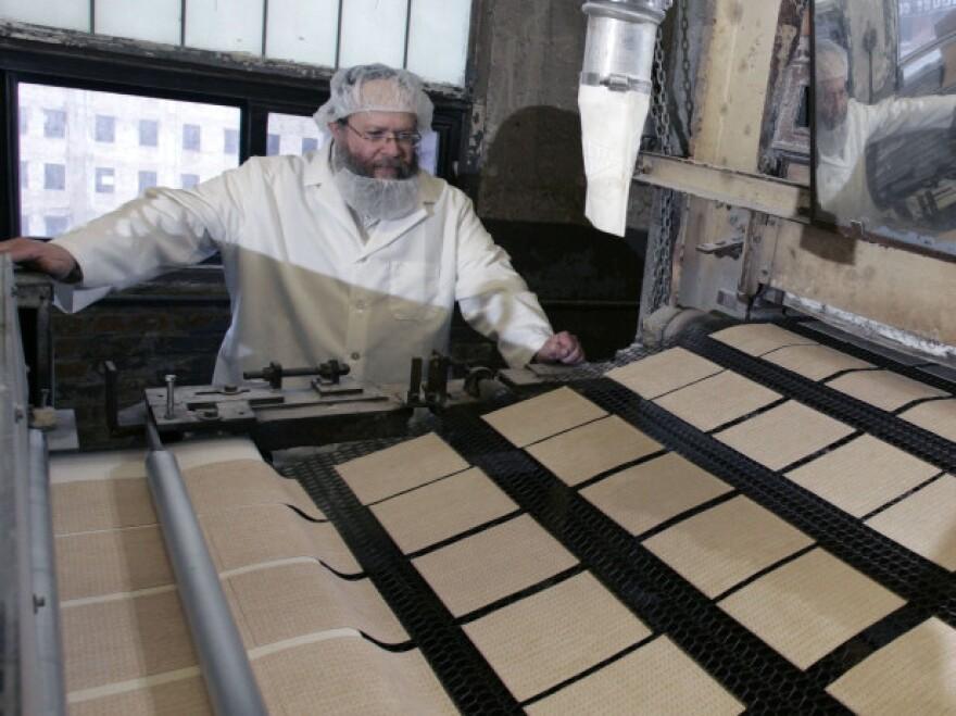 Rabbi Yaakov Horowitz at the Manischewitz factory in 2007