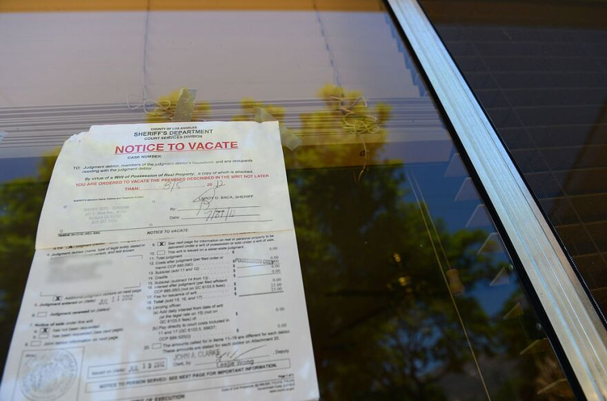 "A ""Notice to Vacate"" is seen in the window of a home in Glendale, California. (Robyn Beck/AFP/Getty Images)"
