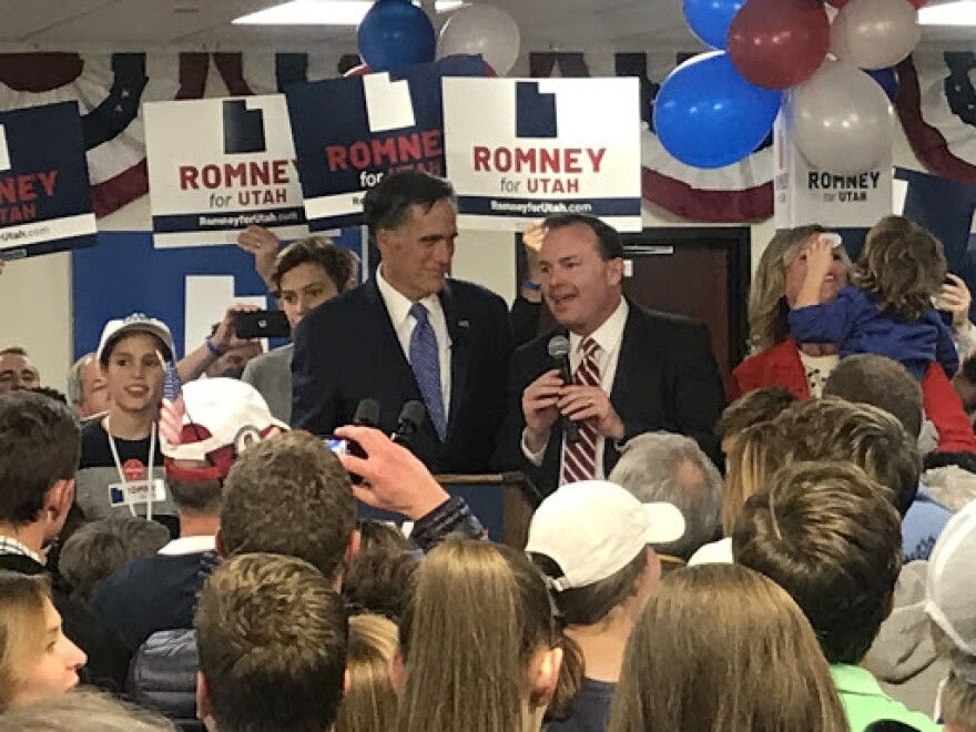 Photo of Lee and Romney.