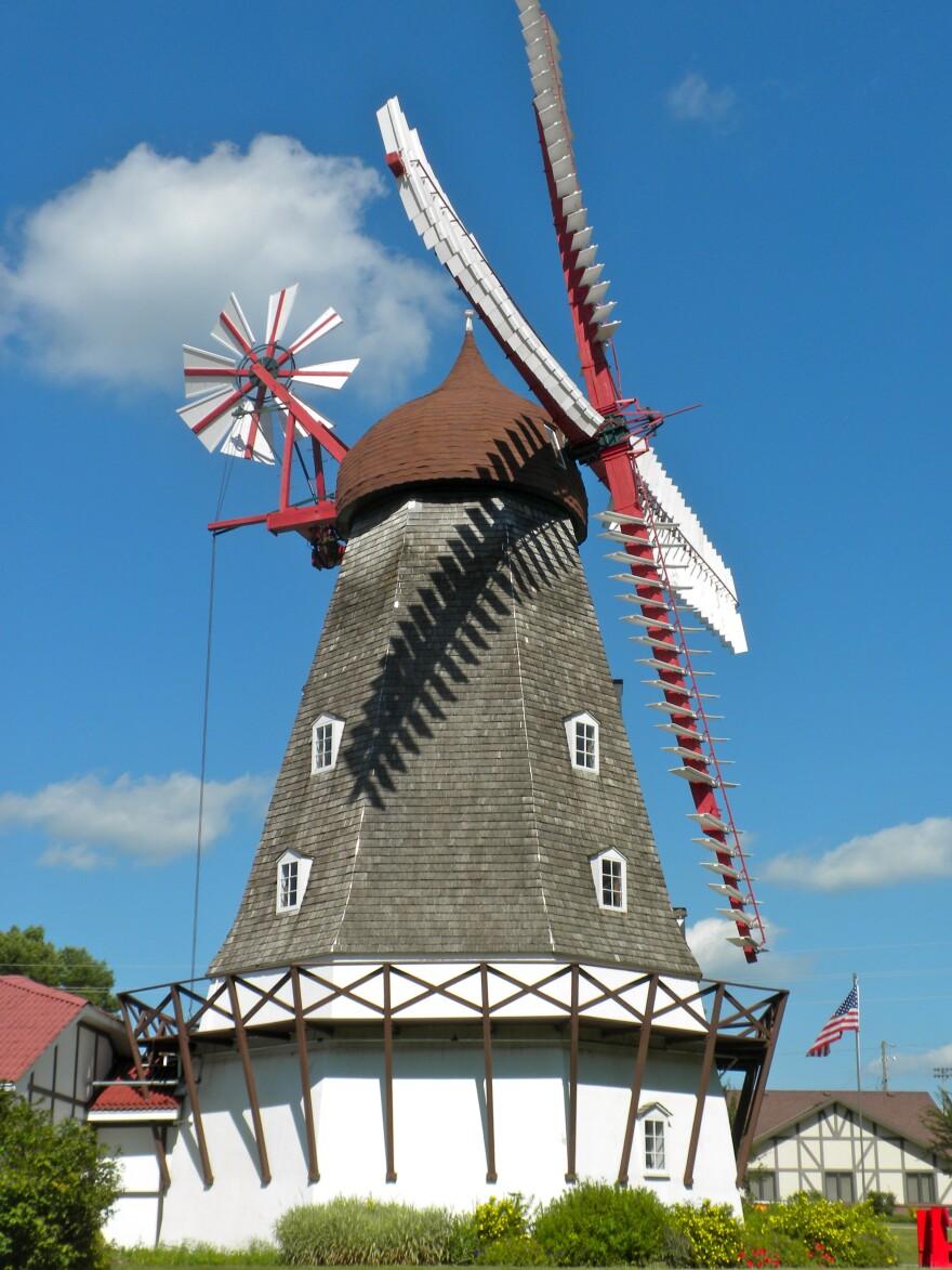 Elk_Horn_Iowa_Windmill.jpeg