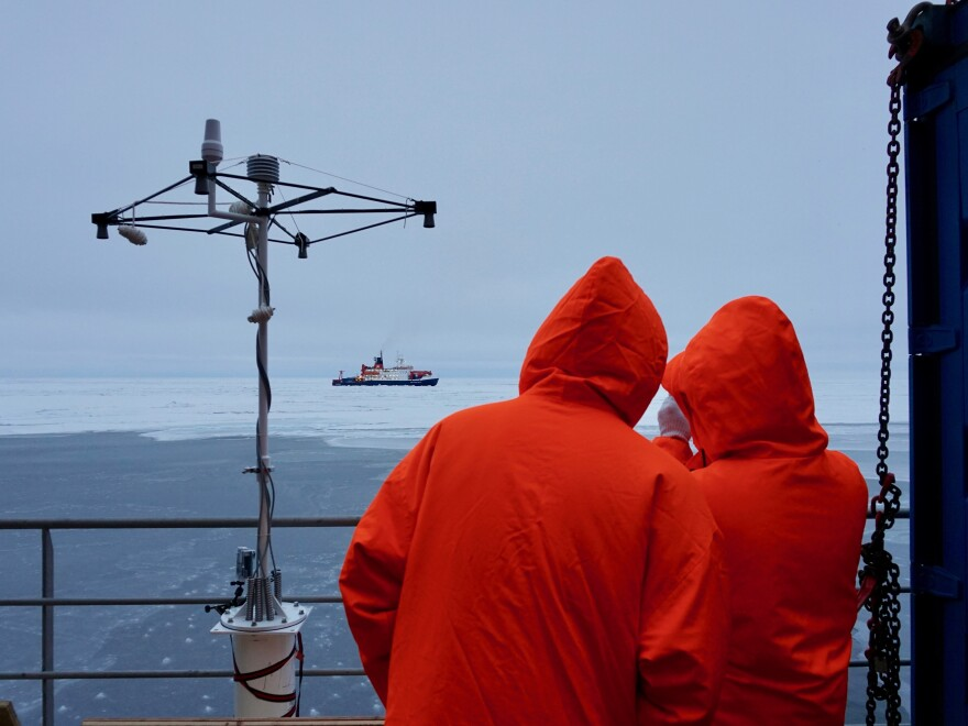 Scientists from Polarstern and the Akademik Fedorov searched together for an ice floe.