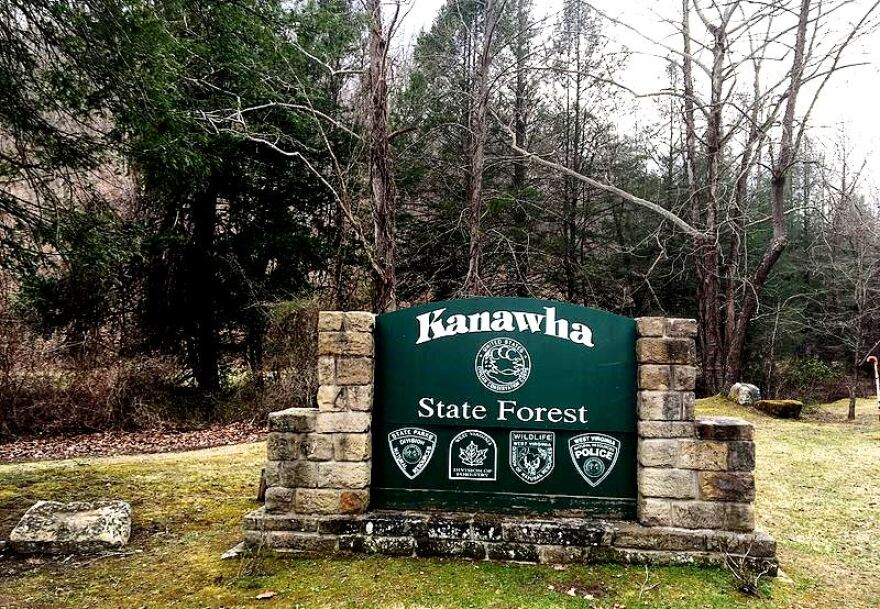 Kanawha_State_Forest_entry_sign.JPG