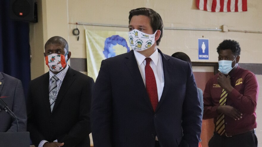 Gov. Ron DeSantis wearing a face mask