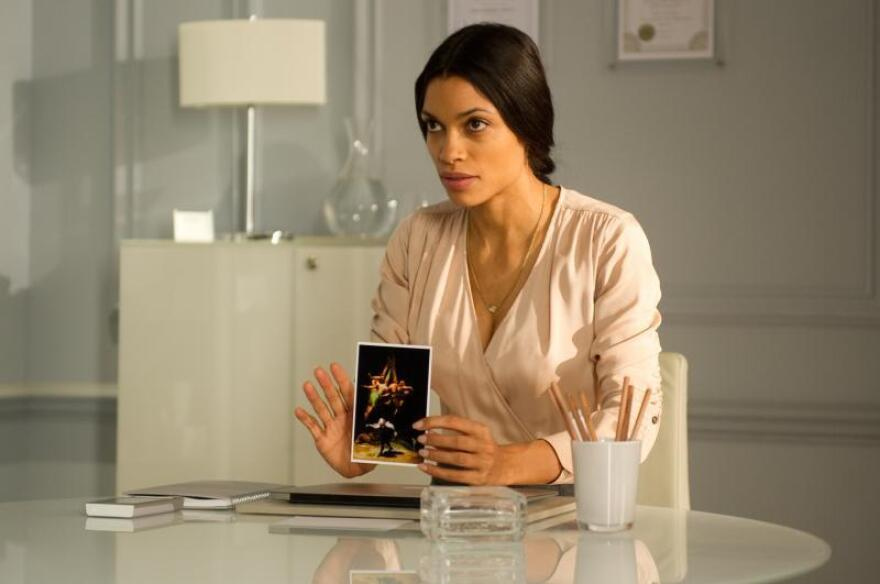 Dawson's Elizabeth is a hypotherapist trying to help the amnesiac Simon remember what happened to the Goya he was helping to steal.