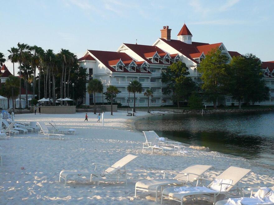 Disney_World_-_Grand_Floridian_-_by_mrkathika_0.jpg