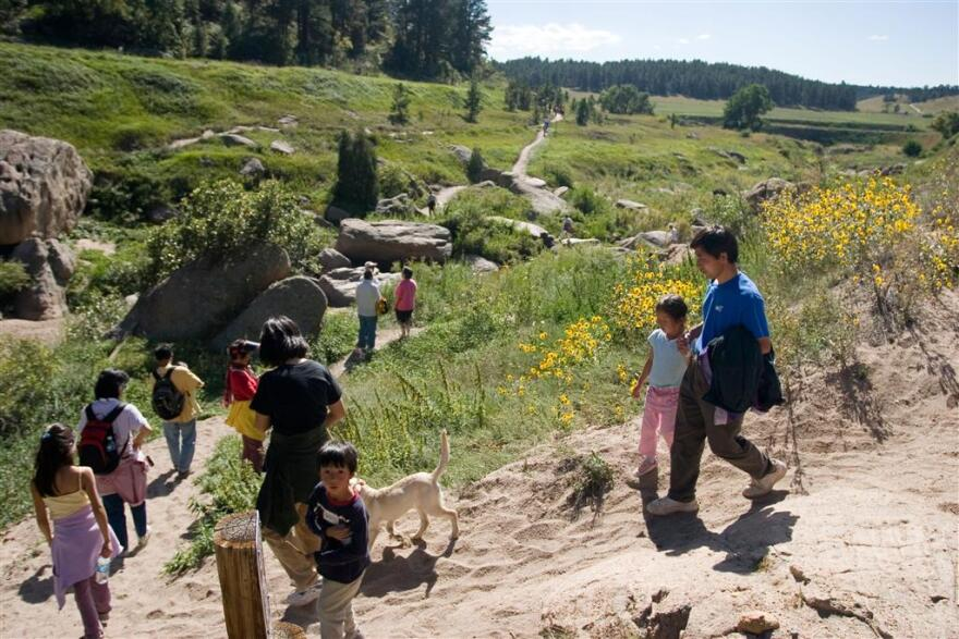 CastlewoodCanyon_familyhikers_courtesyofCPW_0.jpg