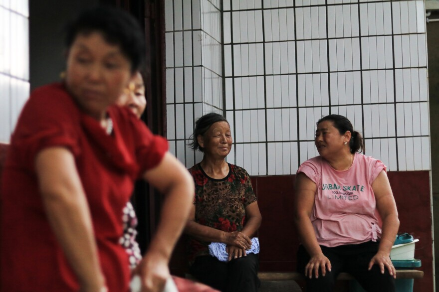 Hekou villagers enjoying a moment of reprieve from farm work right before a thunderstorm.