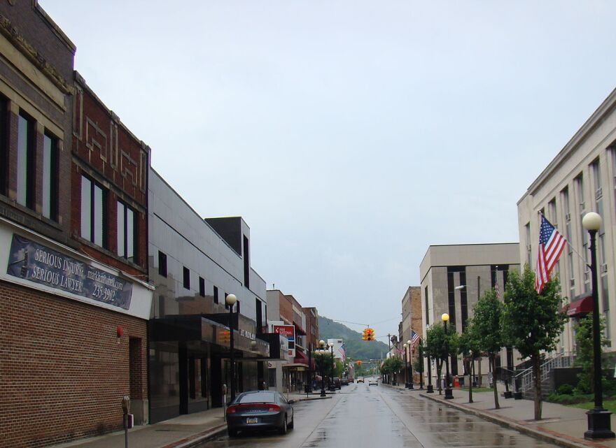 1280px-Williamson,_West_Virginia;_view_looking_down_East_2nd_Ave.JPG