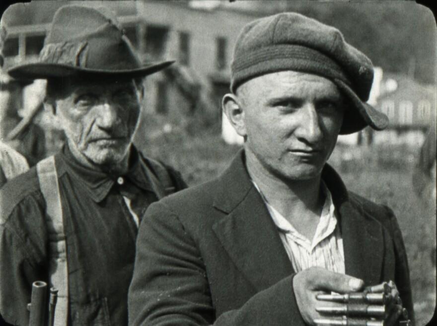 blair_1921_miners_turning_in_guns_1038_copy.jpg