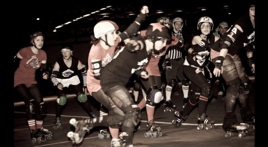 """This Saturday, the Berlin Bombshells will be opening the Roller Derby season at Arena Berlin. Above, """"blockers"""" try to stop the """"jammer"""" (star helmet), from making it through the pack by blocking them with their shoulders or hips."""