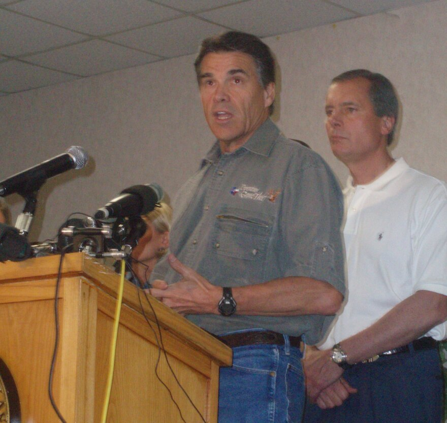 Perry_After_Ike_Saturday_Presser_002.jpg