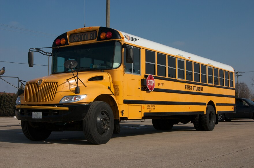 3.school_bus.jpg