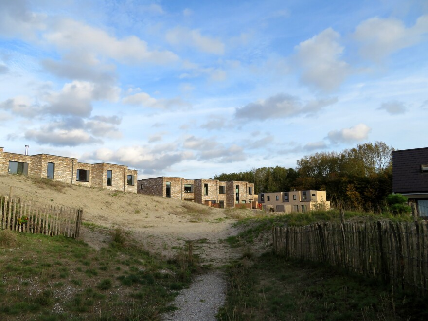 """The Duin (""""Dune"""") development near Amsterdam is testing whether homes can be elevated by sand dunes.<strong> </strong>"""