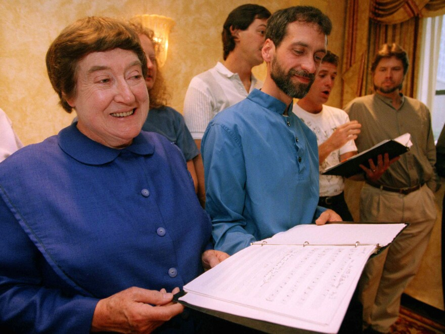 Sister Frances Carr (left) and Brother Arnold Hadd in 1995. Carr died this week, leaving just two members of the religious group known as the Shakers.