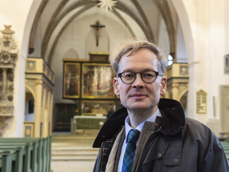 Pastor Johannes Block of the Wittenberg Town Church believes the offensive image depicting Jews with a pig should remain on the church.