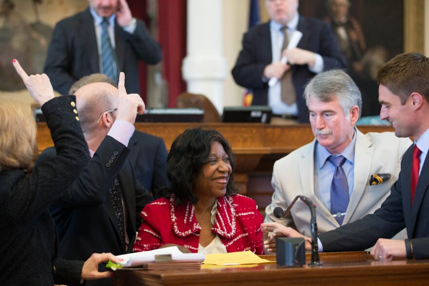ruth_mcclendon_image_1_in_house_chamber_passing_hb48_84r_exoneration_cmsn_062415.jpg
