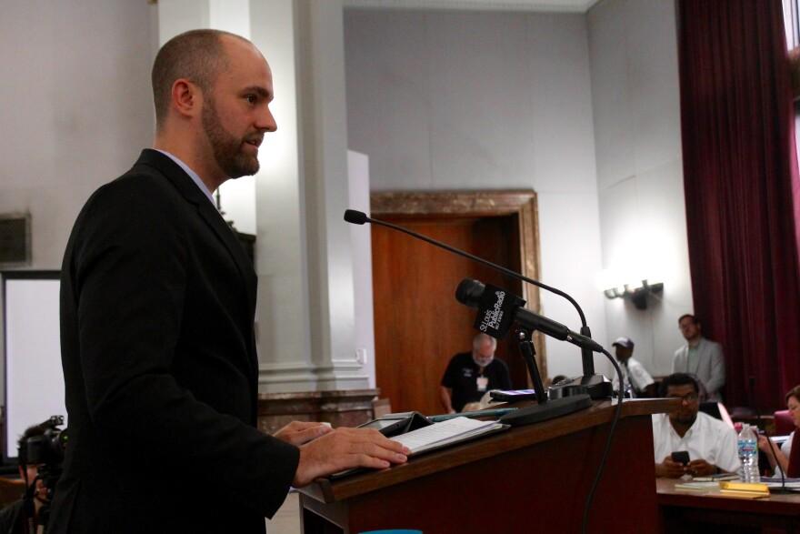 Alderman Shane Cohn, D-25th Ward, speaks in favor of his bill raising the city's minimum wage by 2020.