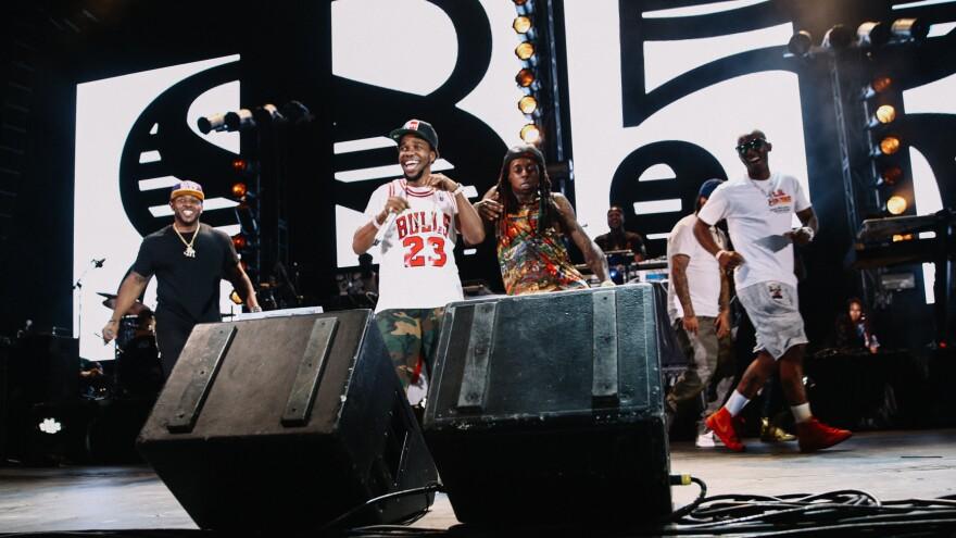 Lil Wayne dancing behind fellow New Orleans rapper Curren$y (in Bulls jersey).