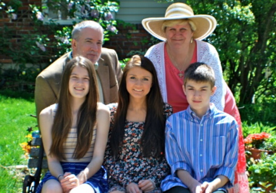 Bill and Leslie Scoopmire, with their children, Katie, Lauren and Scott Scoopmire