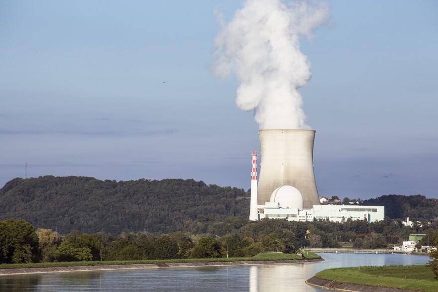nuclear_power_plant_w_river.jpg