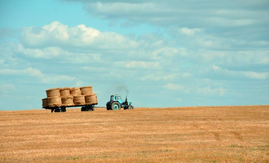 farm-agriculture-tractor-hay-_pd_.jpg