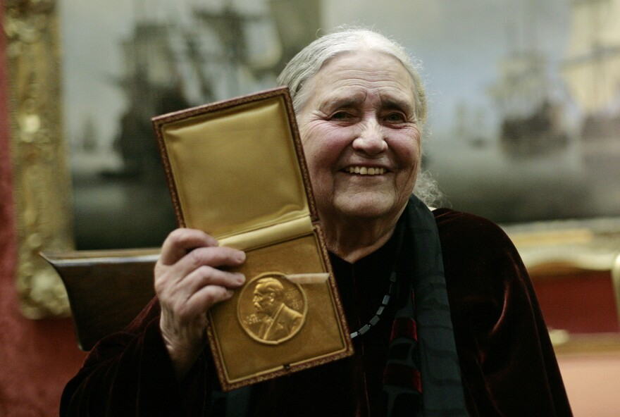 British author Doris Lessing (L) shows her prize insignia of the 2007 Nobel Prize in Literature at the Wallace Collection in London in 2008.