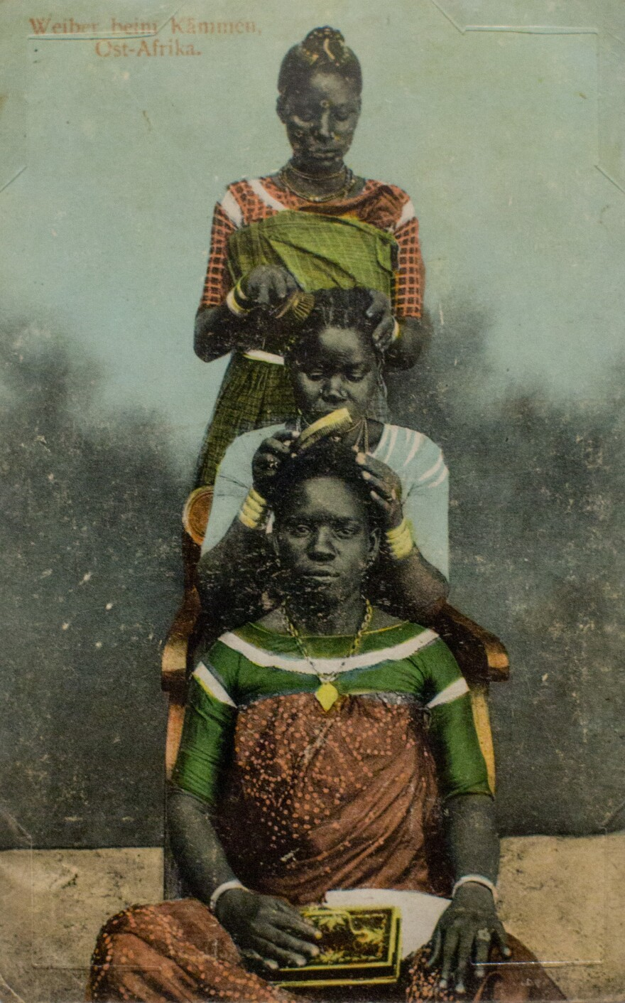 <em>Weiber beim Kammen, Ost-Afrika</em> (present-day Tanzania) by J.P. Fernandes. Photograph taken before 1900; postcard printed circa 1912.