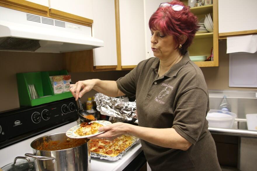 linda_making_me_spag_pizza_0.jpg