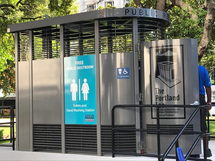 public_bathroom_0.jpg