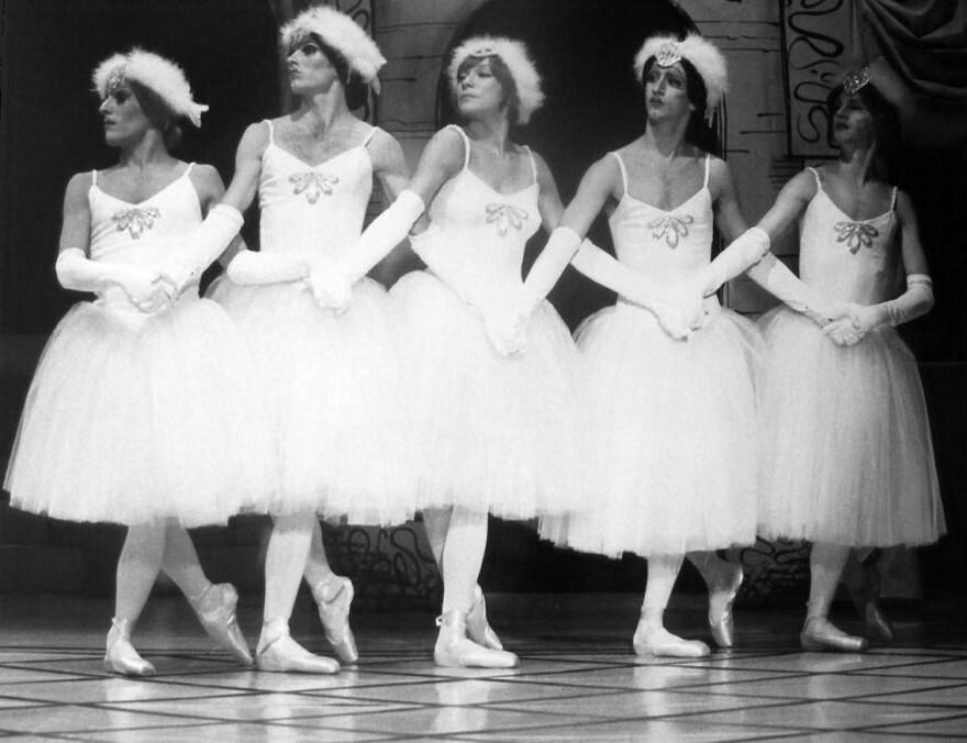 Ballets_Trockadero_de_Monte_Carlo_1977.JPG