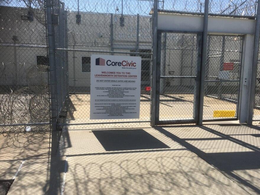 leavenworth_detention_center_entrance_0.jpg