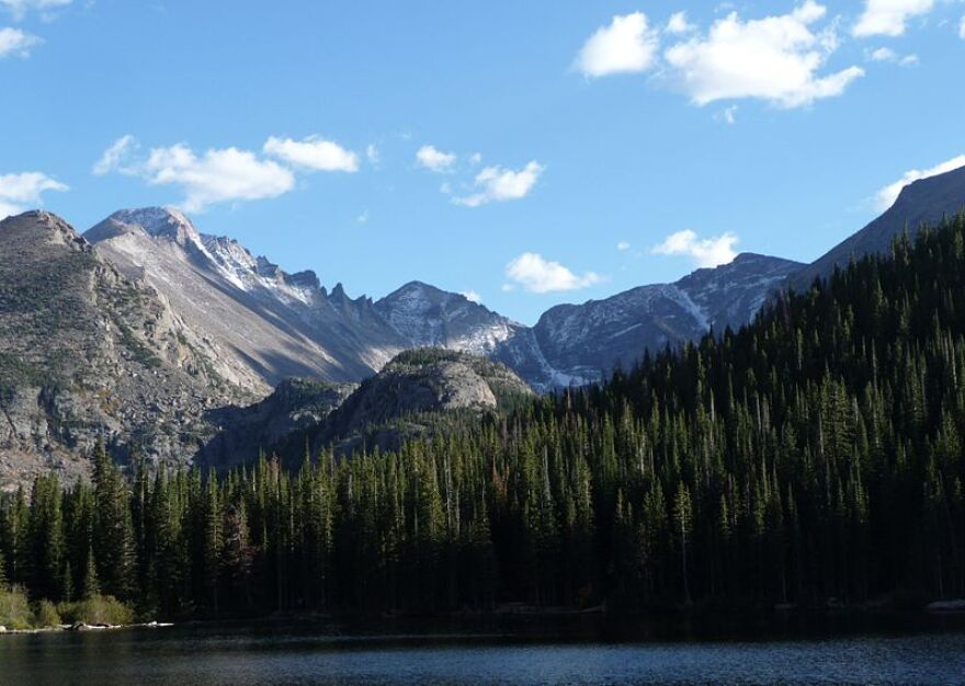 800px-Rocky_Mountain_National_Park_in_September_2011_-_Glacier_Gorge_from_Bear_Lake.JPG